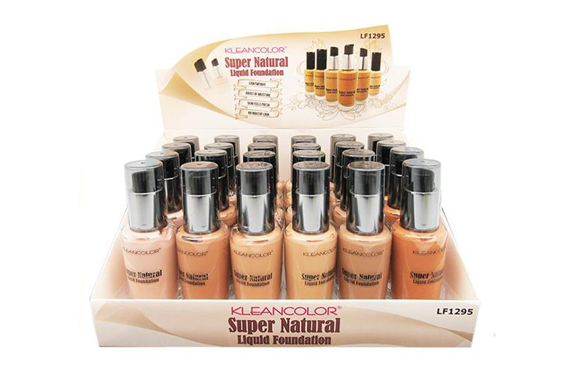 Base de crema Kleancolor Super Natural Liquid Foundation para las imperfecciones en la piel, producto en un display
