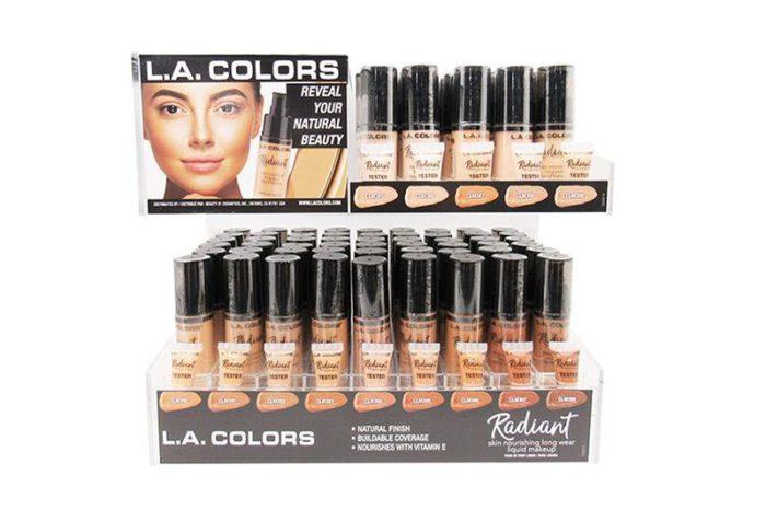 L.A. Color Radiant Liquid Makeup de 126 unidades en un display